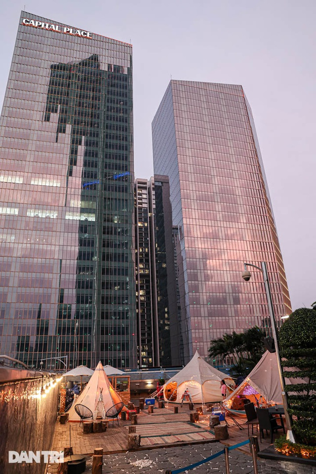 Người Hà Nội chi tiền triệu cắm trại trên nóc tòa nhà cao tầng - 5