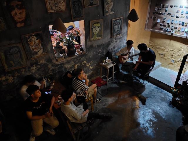 Tìm về Hà Nội xưa cũ bên những quán cà phê cổ - 3
