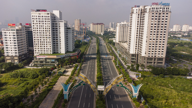 Nhìn từ trên cao đường phố Hà Nội trong buổi sáng ngày thứ 8 giãn cách xã hội - 3