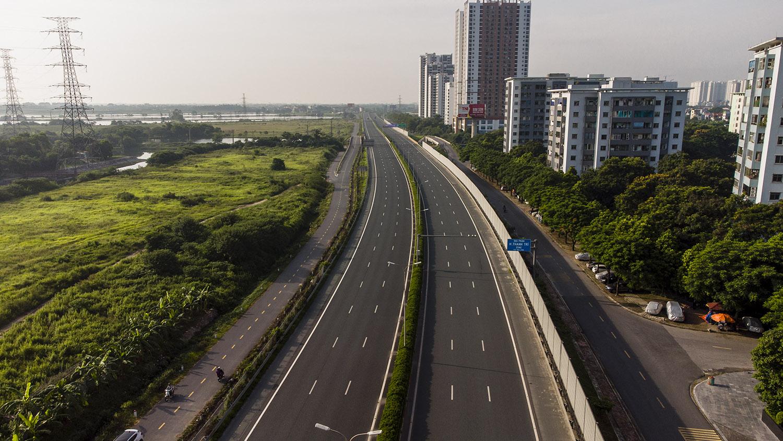 Nhìn từ trên cao đường phố Hà Nội trong buổi sáng ngày thứ 8 giãn cách xã hội - 6
