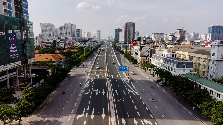 Nhìn từ trên cao đường phố Hà Nội trong buổi sáng ngày thứ 8 giãn cách xã hội - 1